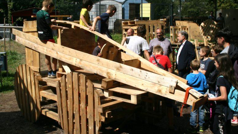 Bürgermeister besucht Bauspielpltz