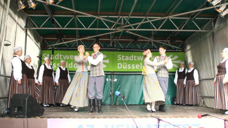 Tanzgruppe Dezeldes beim Heimatfest