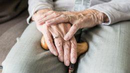 Hand (Seniorin)