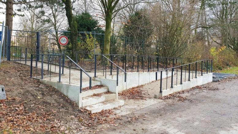 Zugang Friedhof Lindenheide