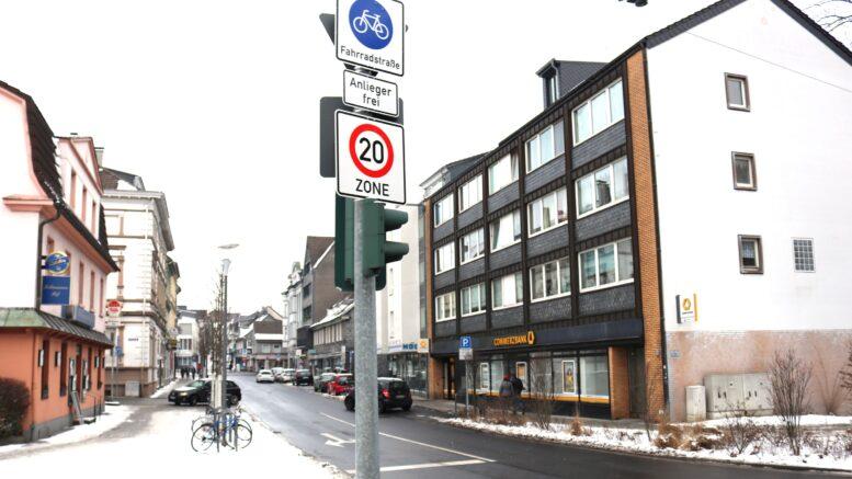 Verkehrsschilder für die Fahrradstraße