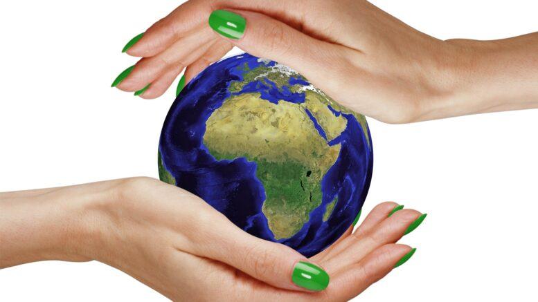 Hände schützen die Welt