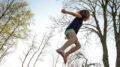 Kind auf einem Trampolin