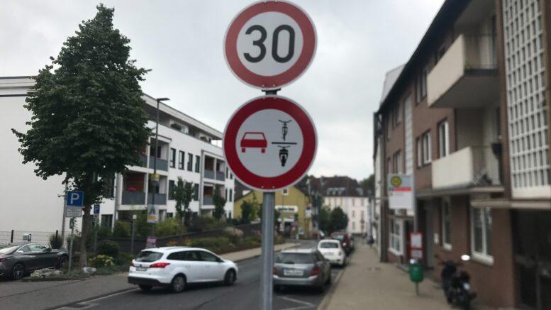 Neues Verkehrsschild Überholverbot